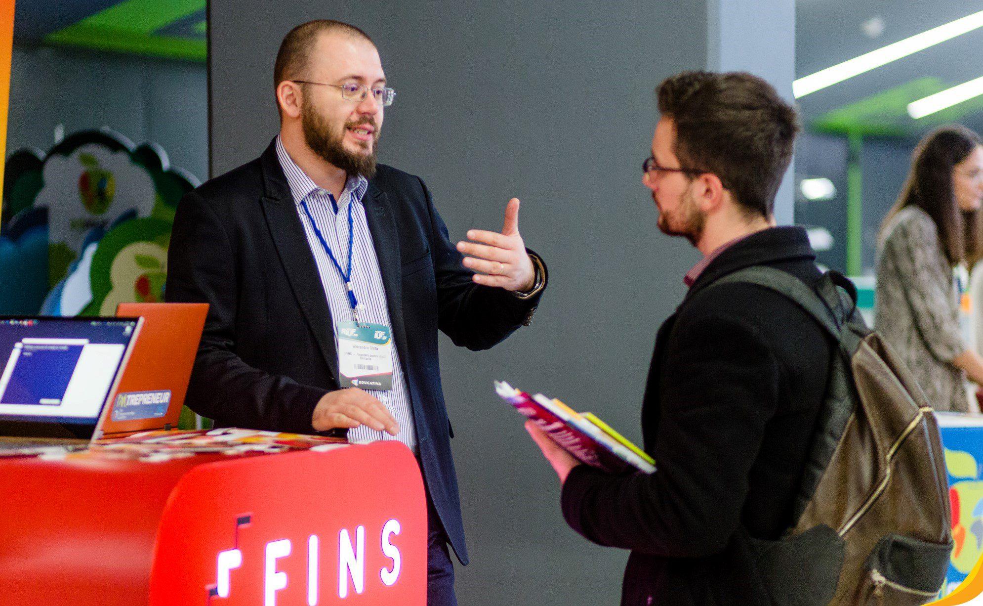 FINS: cine suntem și ce sunt creditele de studii pe care le oferim