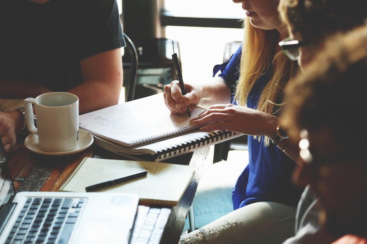 De ce merită să iei un împrumut educațional? Te poți ocupa de studii și poți să-ți construiești cariera!